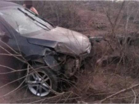 Morotista do carro saiu da pista e capotou em São João, no Agreste (Foto: Divulgação/PRF)