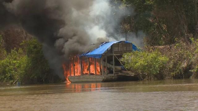 Local foi inutilizado para evitar que garimpeiros voltem à região  (Foto: Exército/Divulgação)