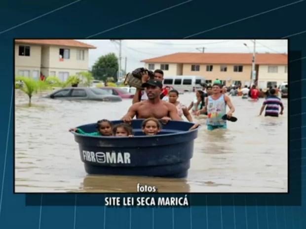 Crianças foram retiradas dentro de caixas d'água  (Foto: Reprodução/ TV Globo)