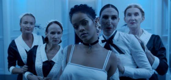 Rihanna libera mais um vídeo promocional do álbum ANTI Hoje às 10:02 da Redação Tweet Rihanna letrasSeguindo com o misteriosos teasers de seu novo álb