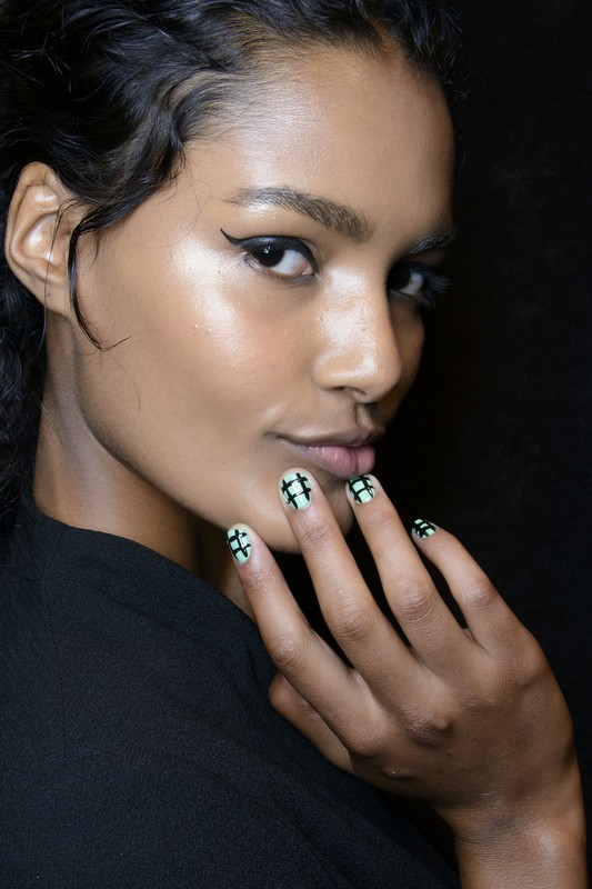 ClioMakeUp-trend-unghie-corte-star-manicure-chic-romantico-nail-art