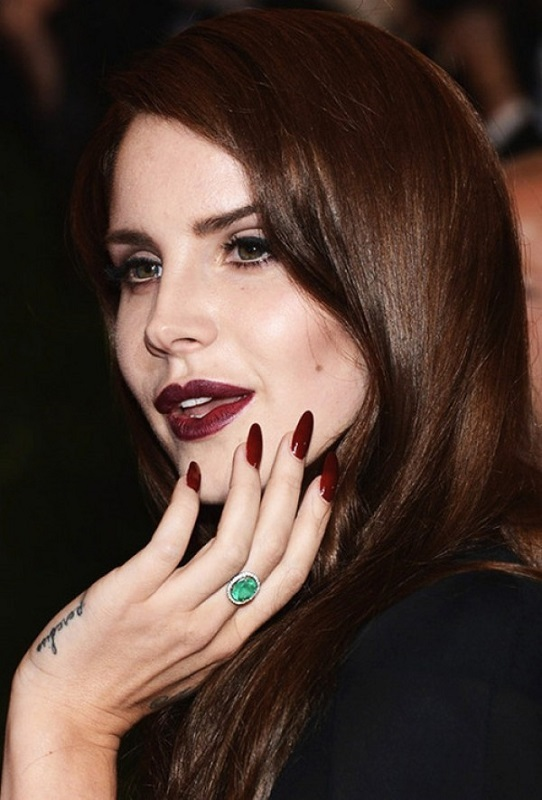 ClioMakeUp-unghie-lunghe-trend-mani-Lana-Del-Rey