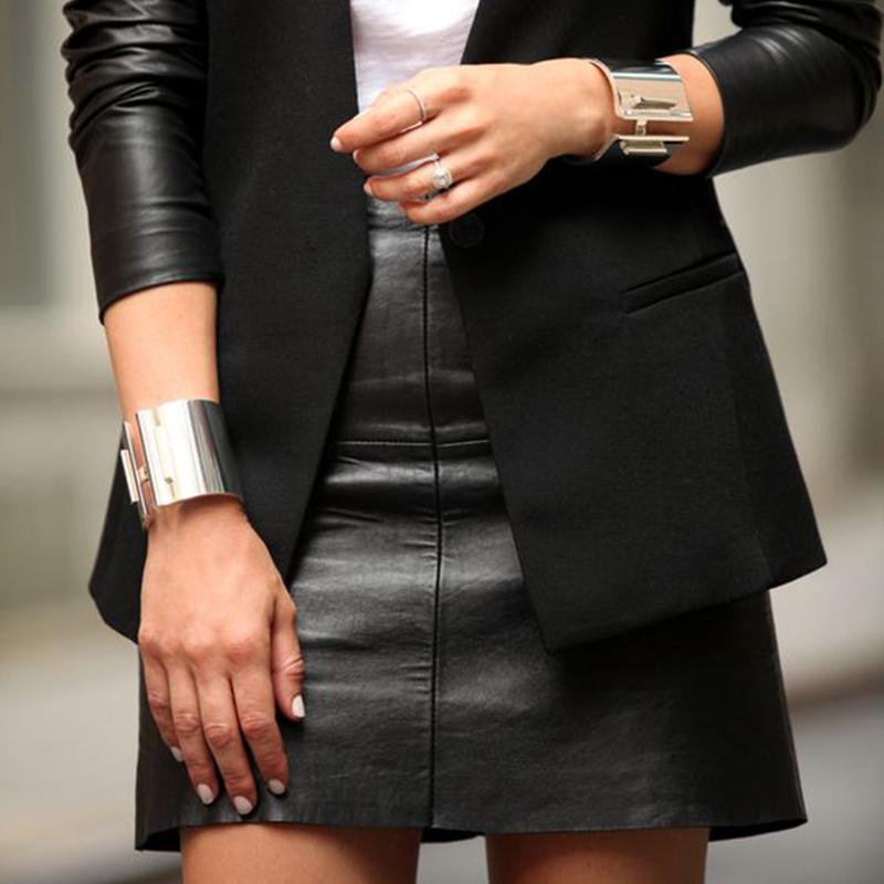 Come indossare la gonna in ecopelle: tips&tricks e idee di outfit per ogni occasione