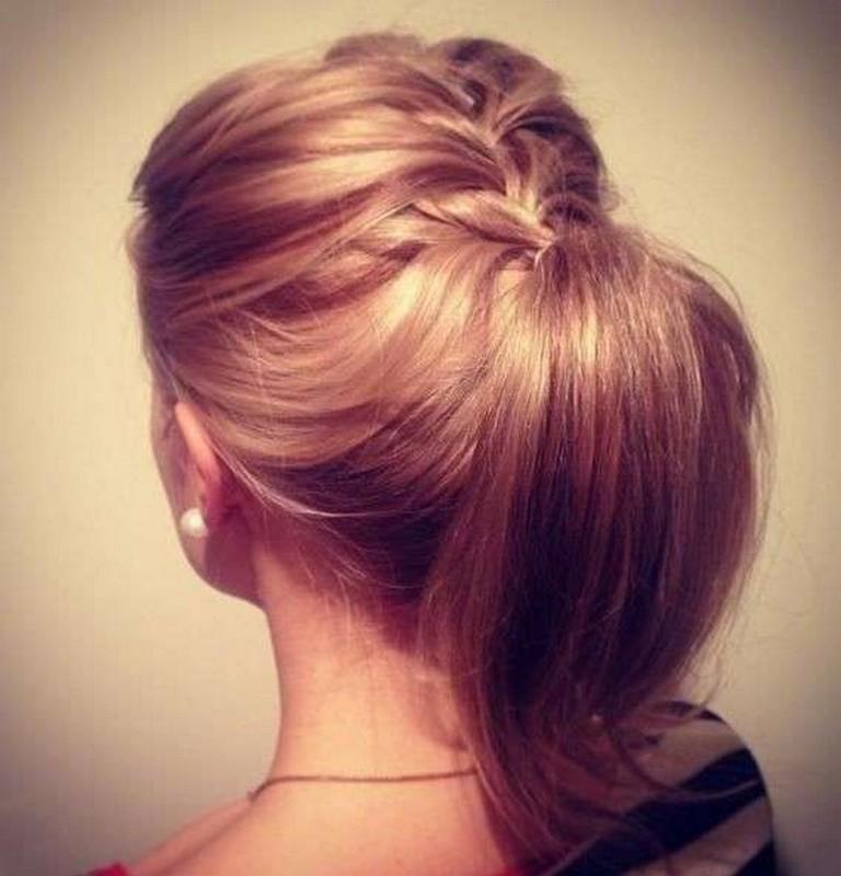ClioMakeUp-capelli-capodanno-acconciature-medi-raccolto-treccia