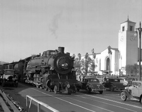 After the parade the Southern Pacific resumed normal operations on Alameda Street. This train is the Sunset Limited, #1 with heavyweight passenger cars. Photo by Ralph Melching.