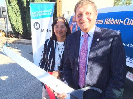 Metro Board Member Ara Najarian and Metro Deputy CEO Lindy Lee at the ribbon cutting for an extended truck lane and widening of the 5 freeway in Santa Clarita in early December. Photo: Paul Gonzales/Metro