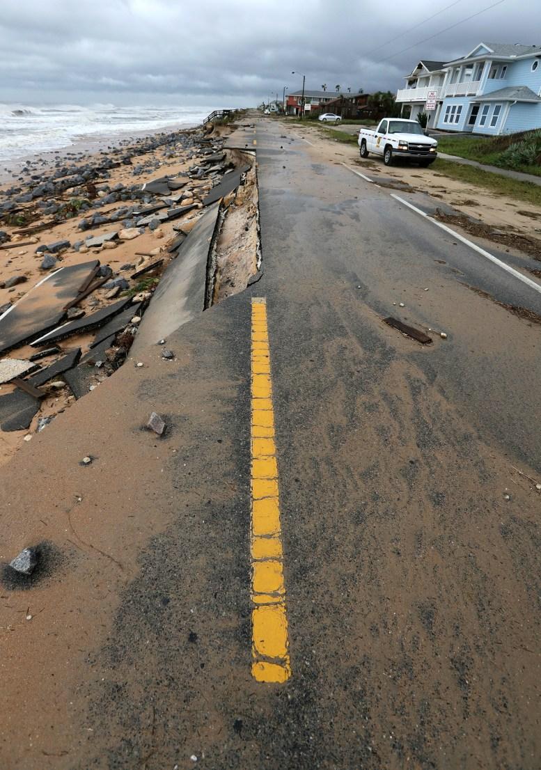 Su impacto sobre el estado de Florida ha sido hasta el momento menos violento que lo esperado debido a que el ojo del huracán no ha tocado tierra. (AP Photo/Eric Gay)