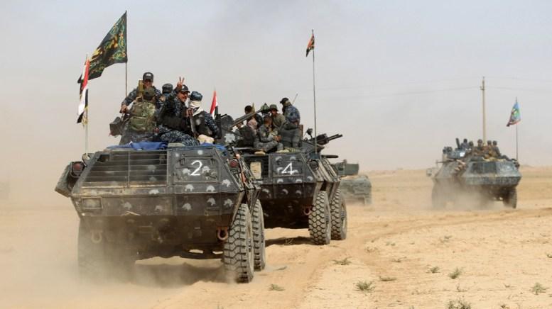 Vehículos blindados del Ejército iraquí avanzan sobre Mosul (AFP)