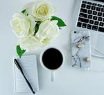 Desk_flowers_flatlay_form