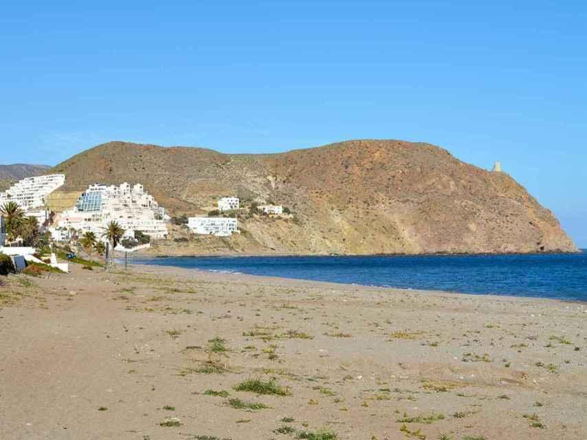 Playa El Ancón, situada en Carboneras.