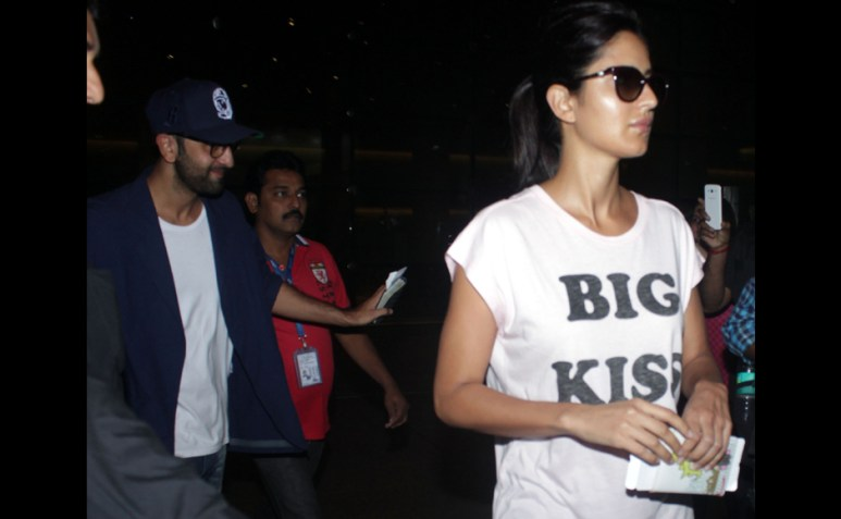 To smile or not? Ranbir and Katrina try to make an unnoticed exit for the International Airport. Sachin Gokhale/Firstpost