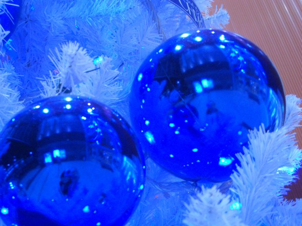 A Blue Christmas online service for those who are hurting | Sacraparental.com | Image credit: Blue Christmas, Aki Sato