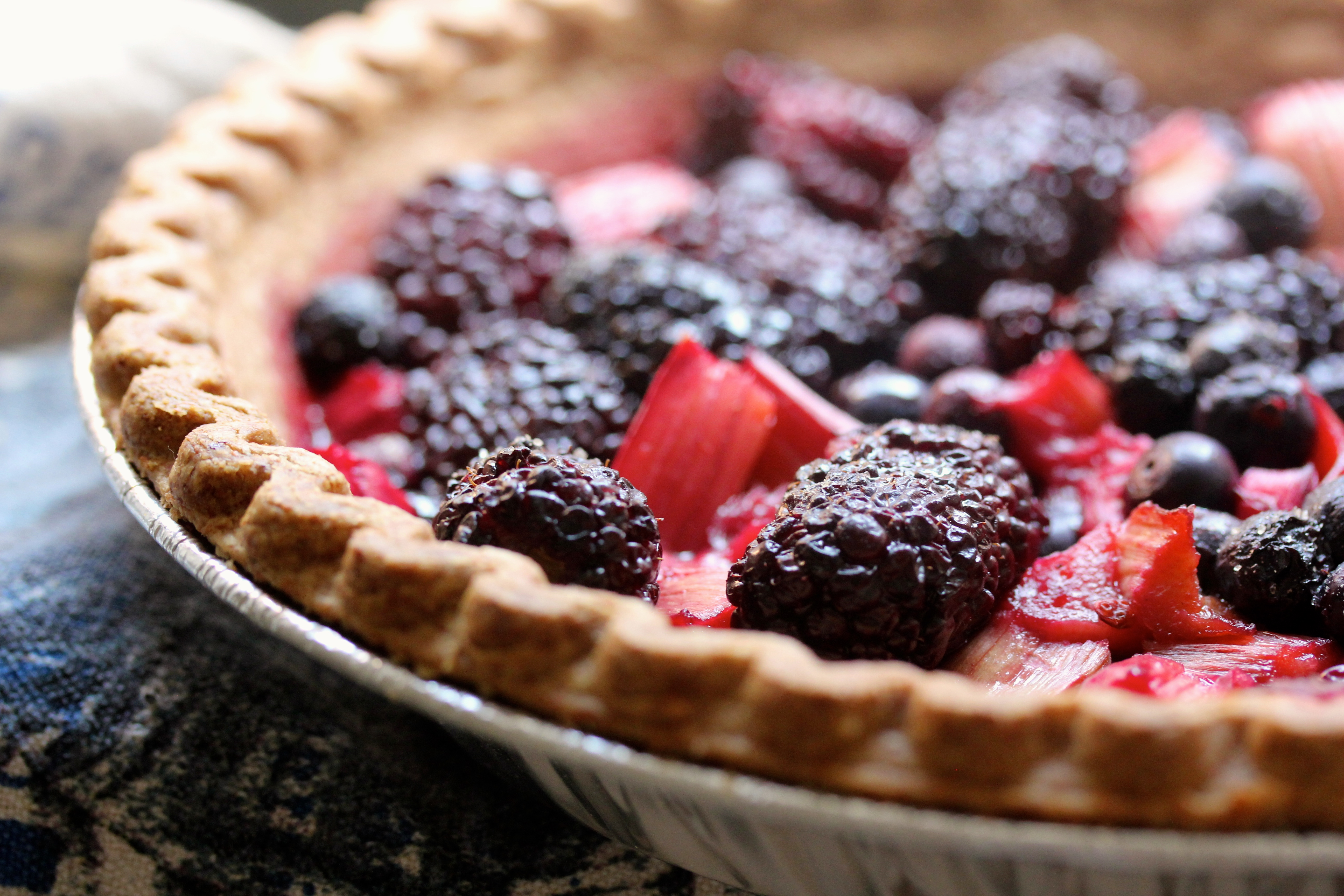 rhubarb and blackberry pie