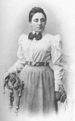 Emmy Noether c. 1910 (source)