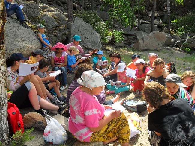 2014.06.13-19 -8Z-Kazakhstan-Summer camp for children and adults of the public-hike through the scenic-halt