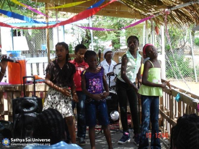 Curacao - Serving children