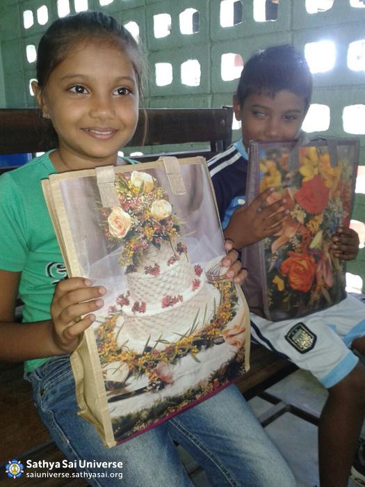 Suriname STP - Needy children receiving school supplies