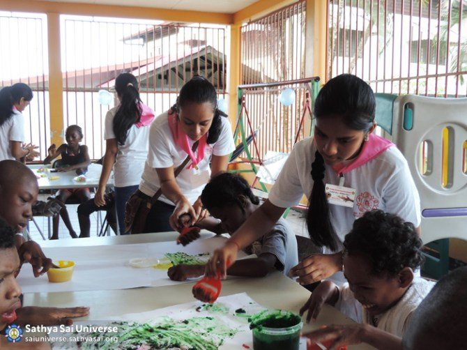 Suriname STP - Volunteers serving disabled children