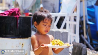 Child receives food in Tacloban, Philippines