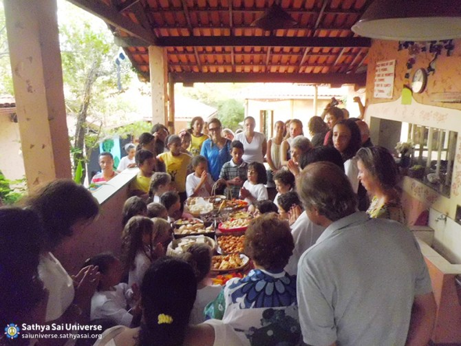 Brazi l- Sathya Sai School of Minas Gerais - Food prayers