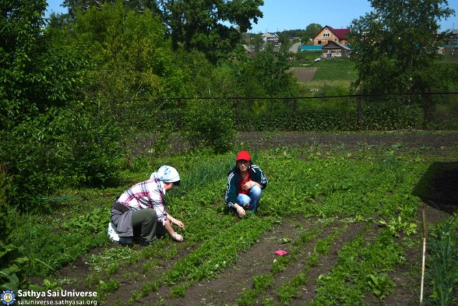 Z8 Russia SSIO members serving villagers in the Kemerovo region of Siberia 3
