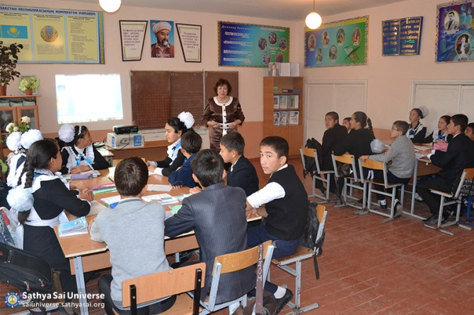 2015_10_16_ Z8_ Kazakhstan_ Sai Ram_ Serve the Planet_  Educational activity as part of a volunteer camp_ Classes for senior high school students
