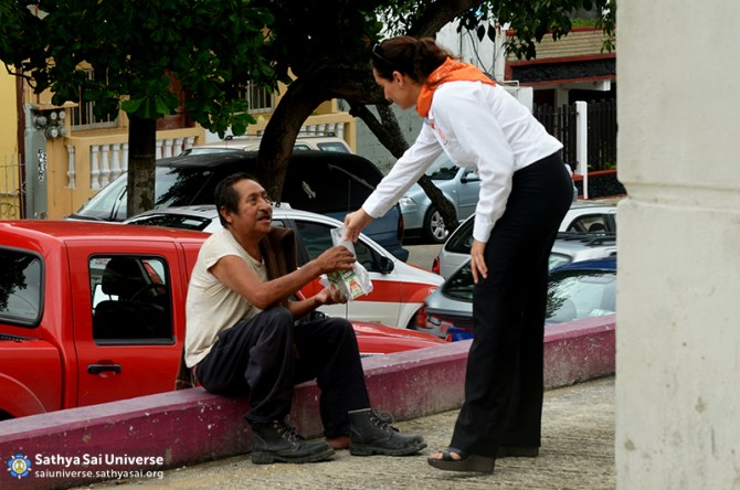 Mexico SSE Serve the needy DSC_0266
