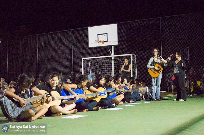 Z2B-Brazill-2015-07-Opening SportCourt - musical performance of the children (1)