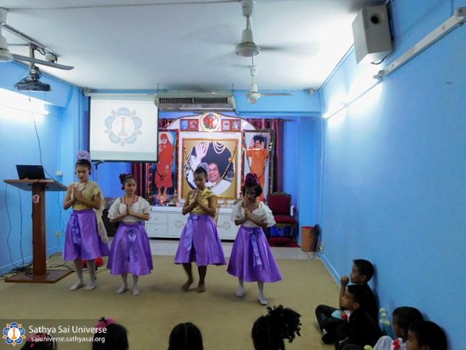 thailand-children-2017-performance-by-slum-school-children