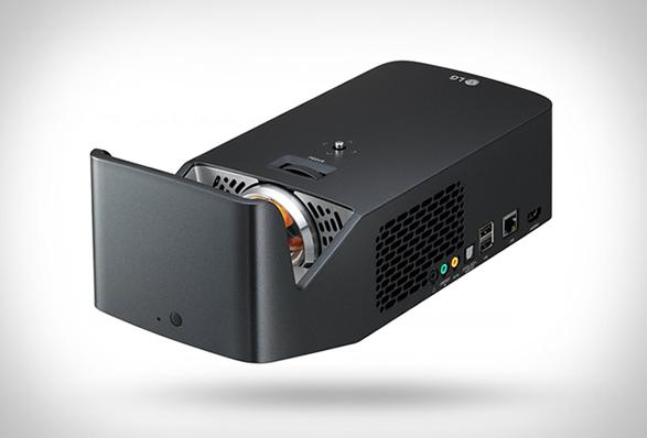 小さなボディから大迫力の映像!CESでも絶賛された超短焦点プロジェクター「Minibeam UST Projector」