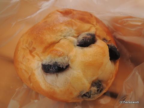 甘くない黒豆のパン