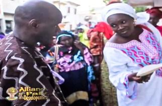 VIDÉO – Malika déroule le tapis rouge à Thierno lô