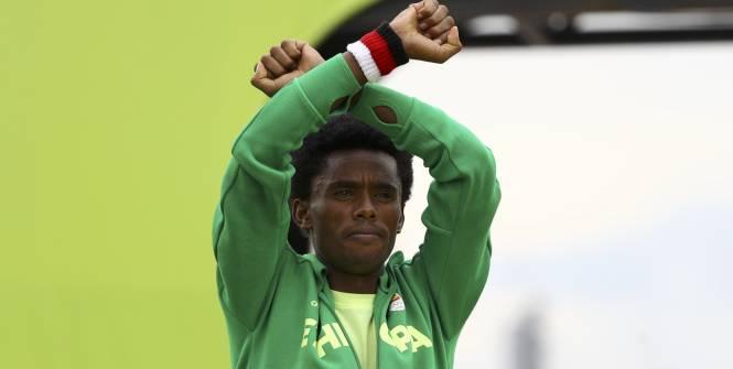 Feyisa Lilesa a remporté la médaille d'argent. (Reuters)