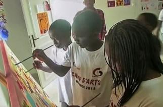 VIDÉO – Sénégal, initiation aux Arts plastiques pour les enfants : Zoom sur les activités de vacances scolaires