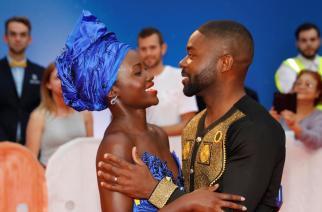 Lupita Nyong'o et David Oyelow, les acteurs du film «Queen of Katwe, lors du Festival international de Toronto au Canada, le 10 septembre 2016. REUTERS/Mark Blinch