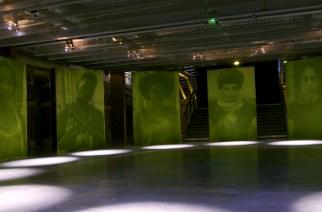 VIDÉO – Ils font pousser des tirages photographiques sur des murs d'herbe