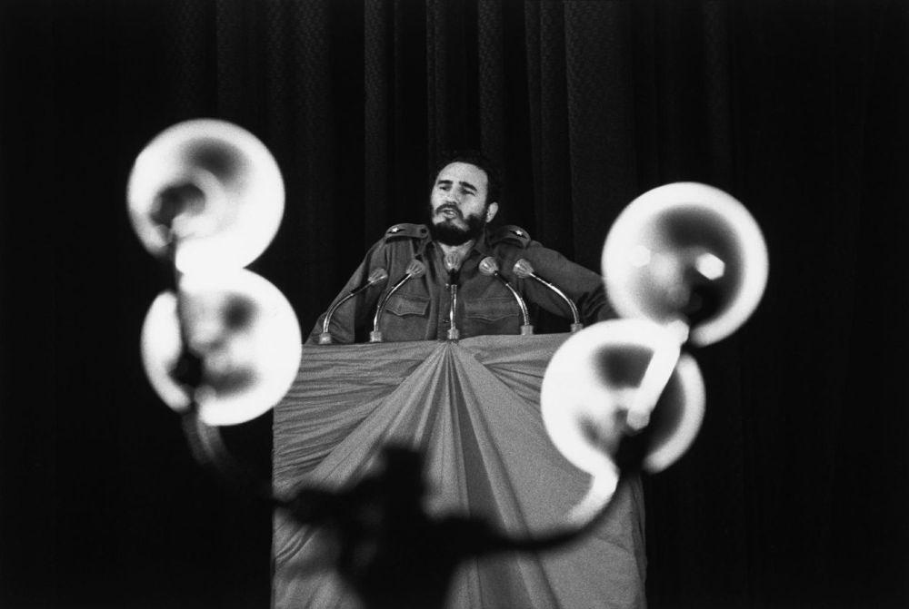 Discours de Fidel Castro en 1963, au théatre Chaplin à le Havane. René Burri. Magnum Photos