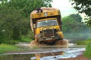 Au Sénégal tous les ans la saison des pluies provoque un véritable exode climatique vers la Casamance.