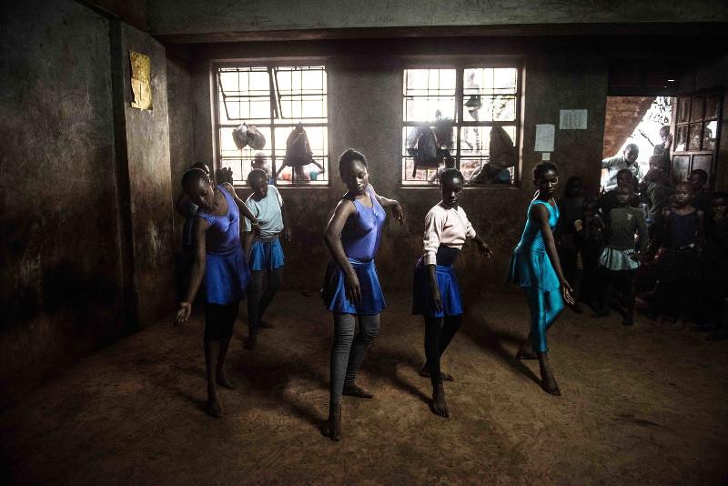 Fredrik-Lerneryd-Ballerinas-Kenya