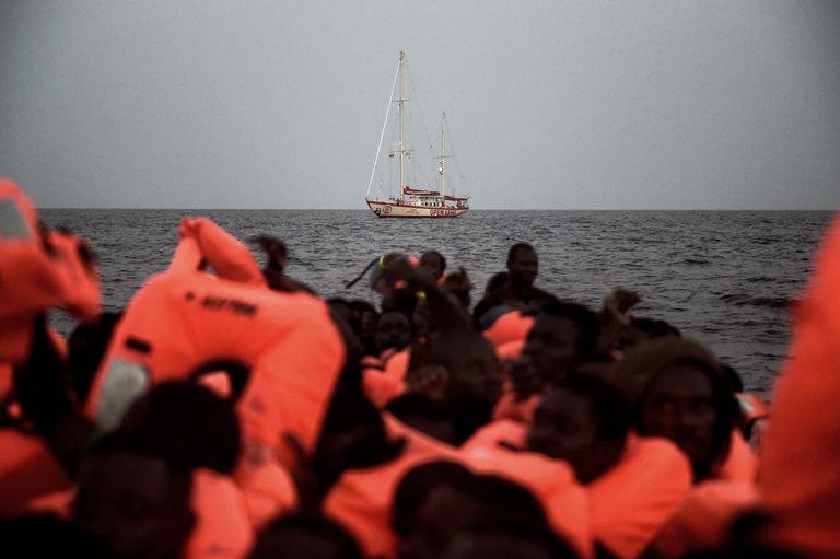 Migrants subsahariens au large de la Libye, en octobre 2016 ARIS MESSINIS-AFP
