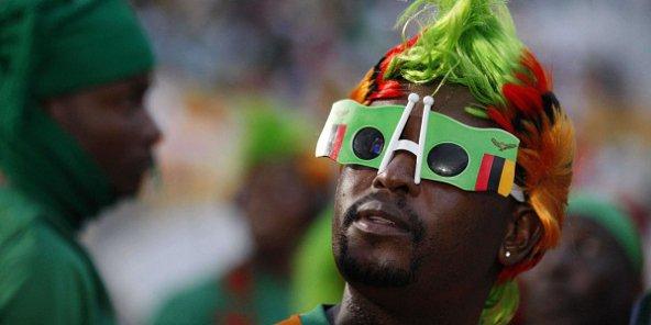 Un supporter Zambien au stade de l'Amitié, à Libreville au Gabon, le 12 février 2012. © Rebecca Blackwell AP /SIPA