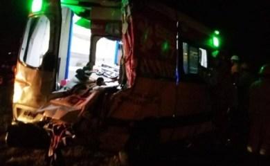 Varios heridos y la ambulancia del Samco Barrancas destrozada tras un accidente