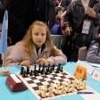 Lucia Izaguirre debutó con triunfo en el mundial de ajedrez