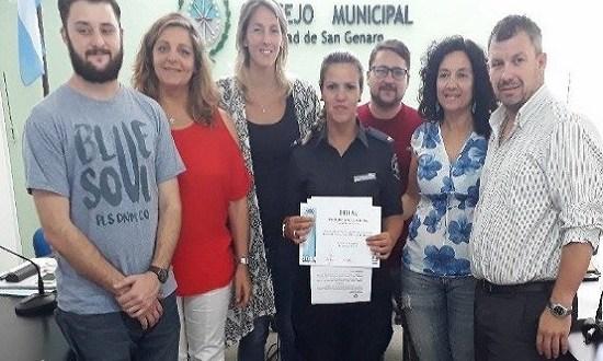 Reconocieron a policía héroe de San Genaro que ayudó a una mamá a punto de dar a luz