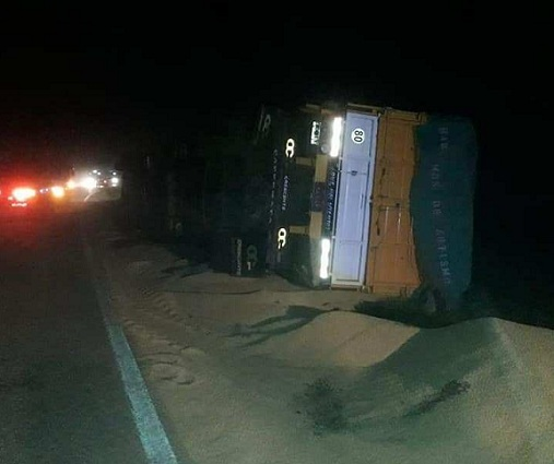 Totoras: impactante vuelco de un camión en Ruta 91