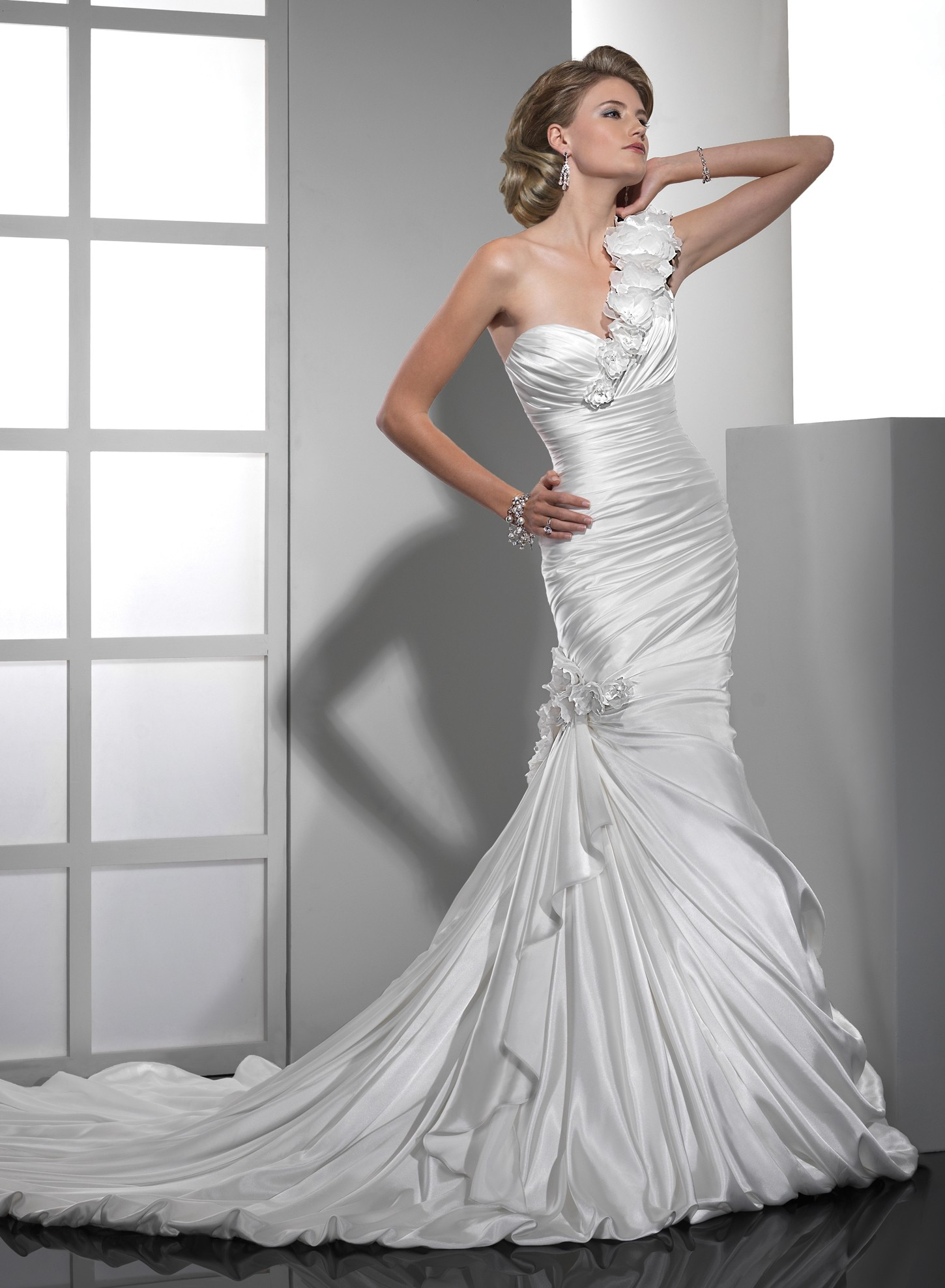 Satin mermaid wedding dress with one shoulder sangmaestro for Satin sweetheart mermaid wedding dress