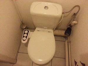 wc installé avec abattant fermé