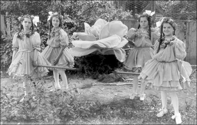 1907rosegirls