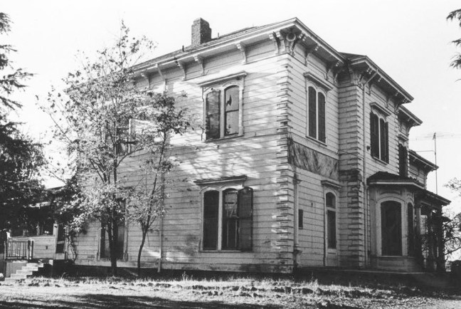 """Aestivossa,"" where Mary Harris died. The building was demolished in 1969 for the Fountaingrove subdivision. Courtesy Gaye LeBaron Collection, Sonoma State University Special Collections"
