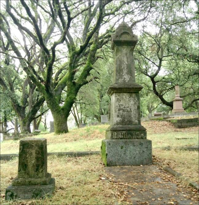 Richards monument in Santa Rosa Rural Cemetery